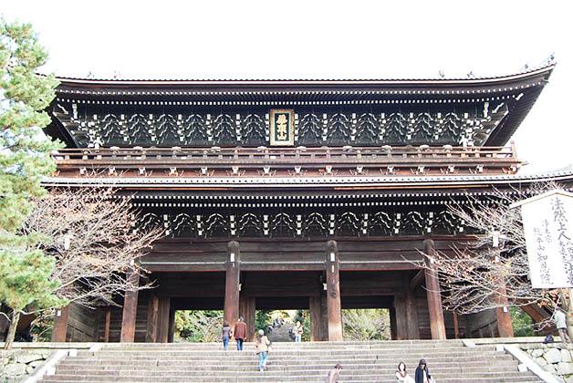 Puerta Sanmon para ir al templo Chion-in. Foto © Silvia Lucero