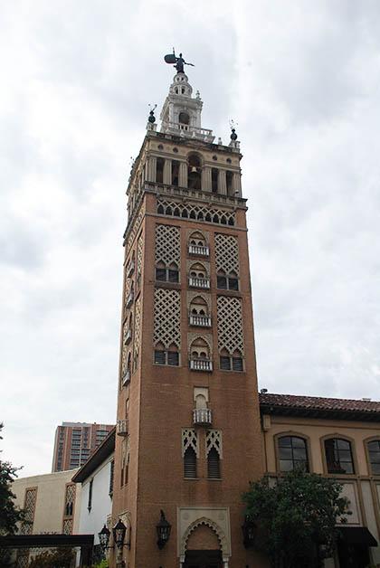 Imitación de la Giralda de Sevilla. Foto © Patrick Mreyen