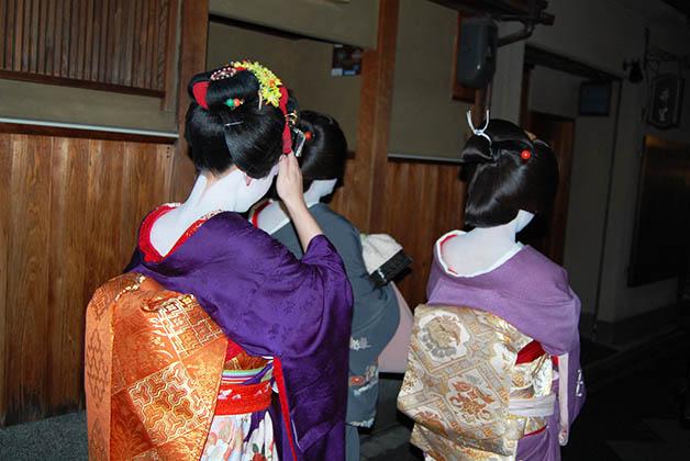 Persiguiendo maiko y geishas en Gion. Foto © Silvia Lucero