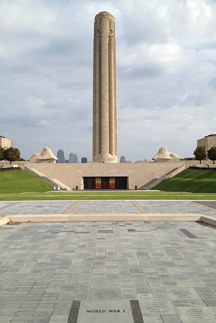 En la cima del monumento puedes ver la ciudad. Foto © Patrick Mreyen