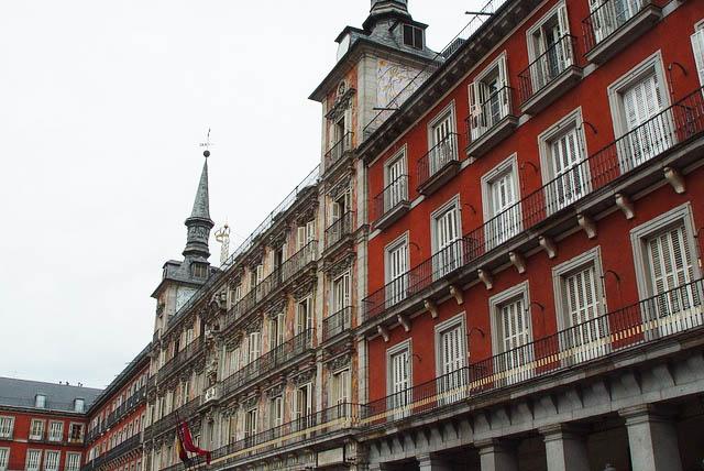 Los bellos edificios que rodean la Plaza Mayor. Foto © Patrick Mreyen