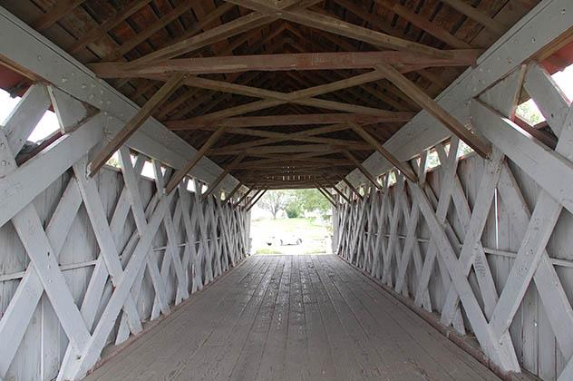 Interior de uno de los puentes. Foto © Silvia Lucero