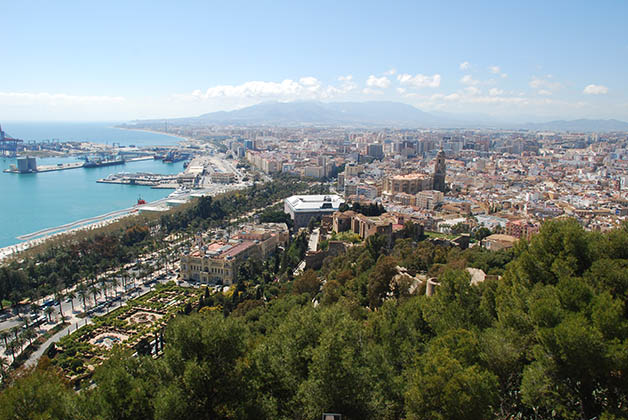 Vista de la ciudad desde la cima del Gibralfaro. Foto © Patrick Mreyen