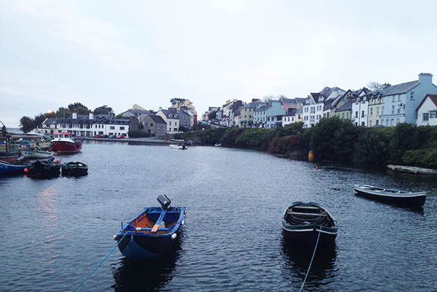 Muchos de los pueblos son o eran de pescadores, como Galway. Foto © Patrick Mreyen