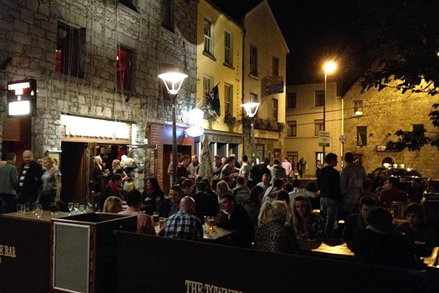 Galway de noche. Foto © Patrick Mreyen