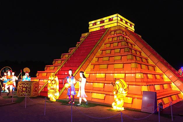 Pirámide de Chichen Itza representando a México. Foto © Silvia Lucero