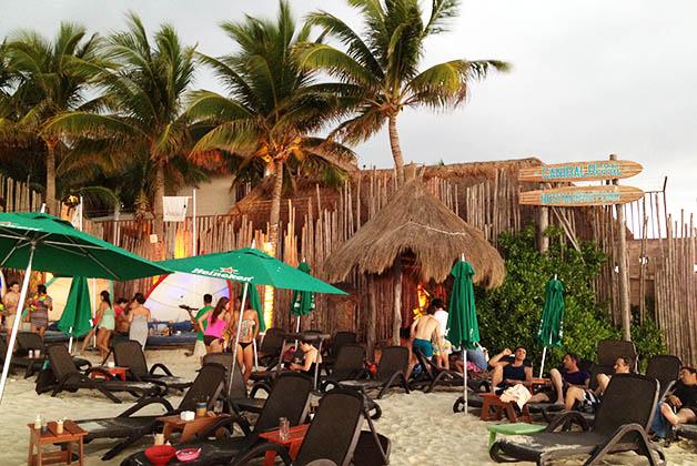 Pero también puedes descansar y vivir el buen ambiente de las playas mexicanas. Foto © Silvia Lucero