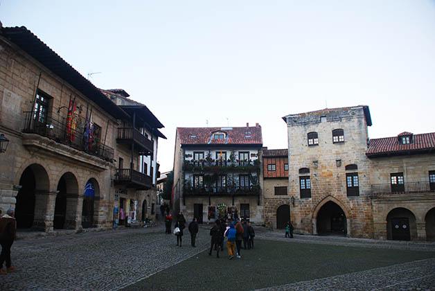 la Plaza Mayor de Ramón Pelayo. Foto © Patrick Mreyen