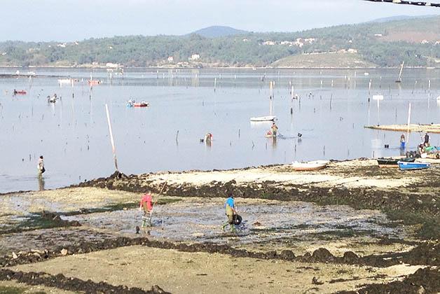 Pescadores en pueblo de Galicia. Foto © Silvia Lucero