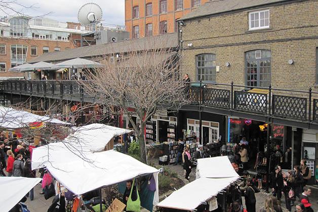 Tiene también los mejores mercadillos como el de Camden. Foto © Silvia Lucero