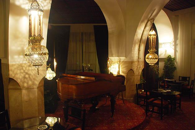 El emblemático bar del hotel El Minzah en Tánger, Marruecos. Foto © Patrick Mreyen