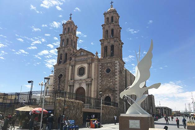 Me encantaron las esculturas cerca de la Catedral. Foto © Silvia Lucero