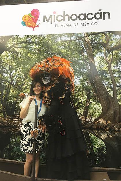 Con la Catrina Monarca, magnífica representación de Erik de Luna. Foto © Silvia Lucero