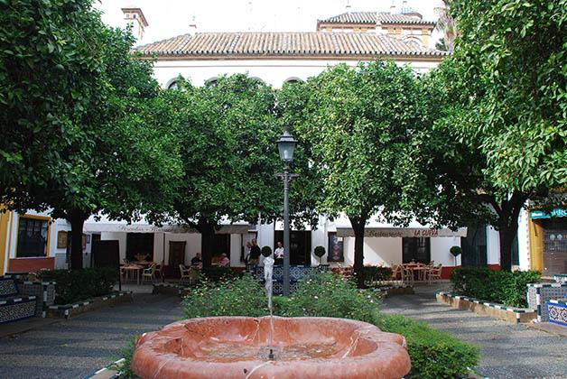 Plaza de Doña Elvira en el barrio Santa Cruz. Foto © Patrick Mreyen