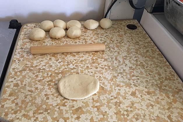Masa para hacer tortillas de harina. Foto © Silvia Lucero