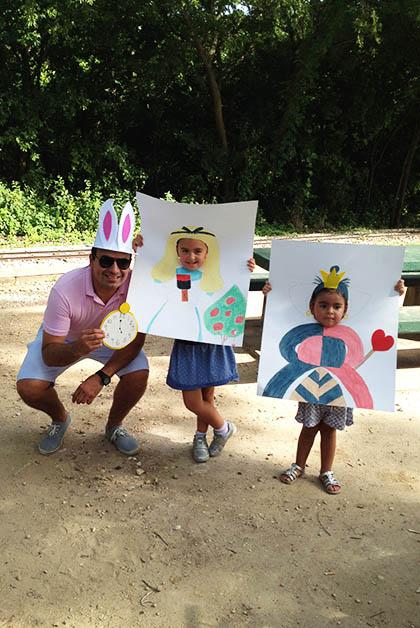 Mi hermano con su hija Paulina y nuestra sobrina Ivanna. Foto © Silvia Lucero