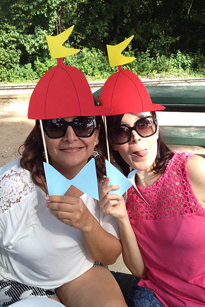 Mi hermana Vanessa (mamá de Ivanna) y yo. Foto © Silvia Lucero