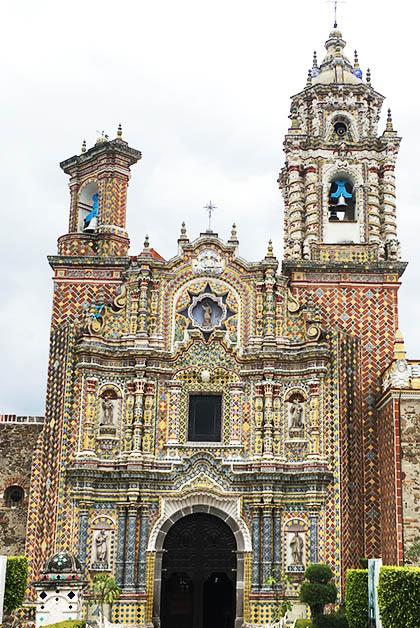 La impresionante fachada del Templo de Acatepec. Foto © Silvia Lucero