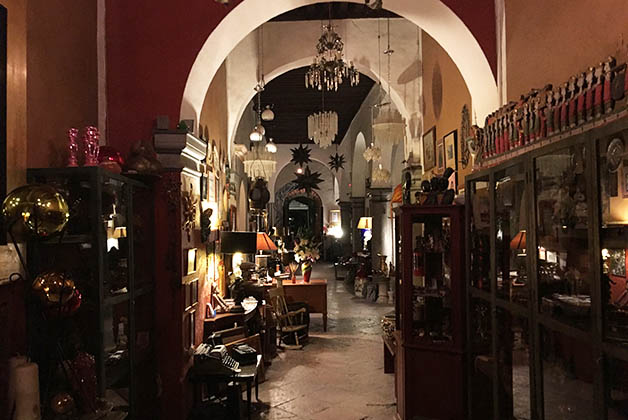 Entrada de del hotel boutique Casa del Atrio en Querétaro. Foto © Patrick Mreyen