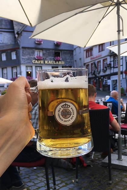 Una cerveza alemana bien merecida, después de los primeros 24 kilómetros de camino. Foto © Silvia Lucero