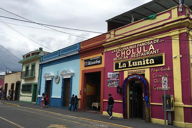 Calle en Cholula. Foto © Silvia Lucero
