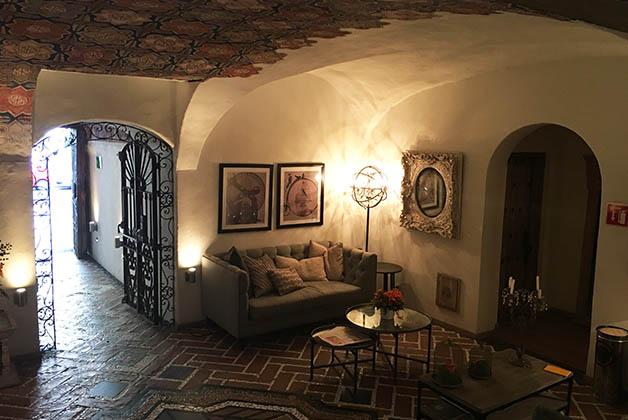 Lobby del hotel Busué. Foto © Silvia Lucero