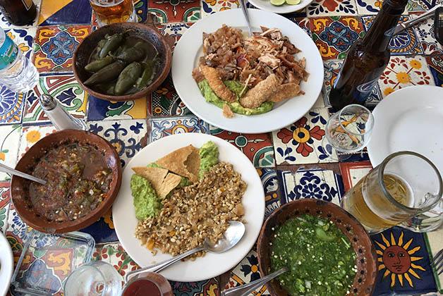 Comida en la Hacienda los Laureles, donde probamos los escamoles (larva de hormiga considerada el caviar mexicano). Foto © Patrick Mreyen