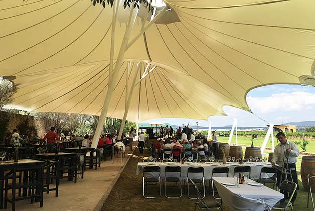 Restaurante en La Redonda. La finca es enorme. Foto © Silvia Lucero