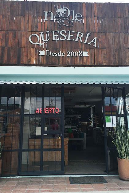 La tienda de la quesería. Foto © Silvia Lucero