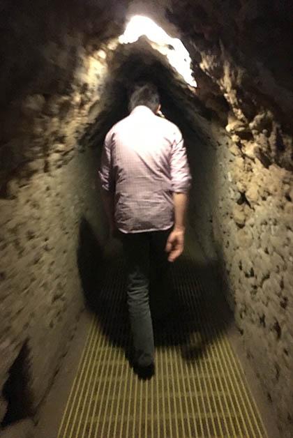 Caminando en el interior de la Gran Pirámide de Cholula. Foto © Silvia Lucero
