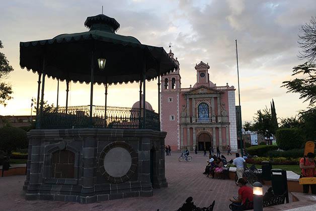 Plaza Hidalgo en Tequisquiapan. Foto © Silvia Lucero