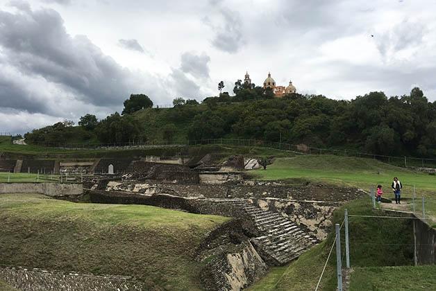 En la cima de la Gran Pirámide, el Santuario de . Foto © Silvia Lucero