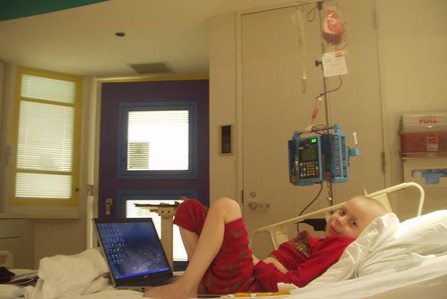 Mark en el hospital. Su fuerza y optimismo eran dignos de admiración Foto cortesía de Sonia Zuani