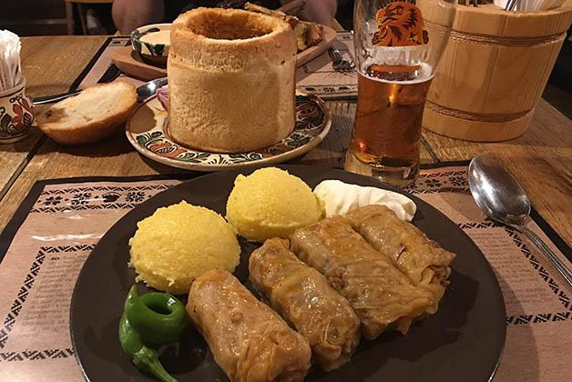 Nuestra cena deliciosa en La Ceaun. Foto © Silvia Lucero