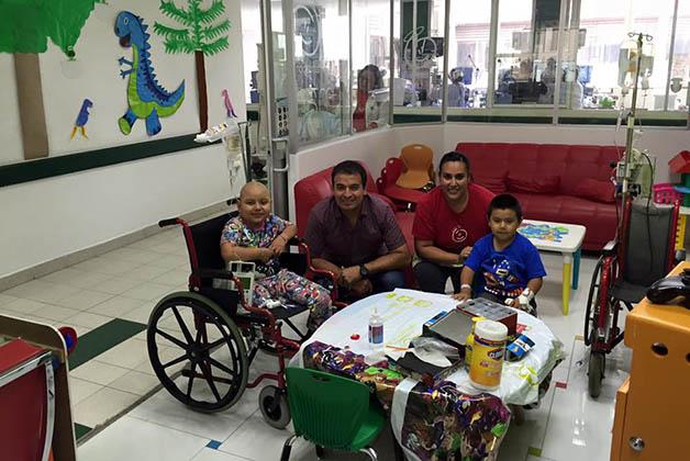 Miguel de visita en la fundación. Foto © Miguel Lucero