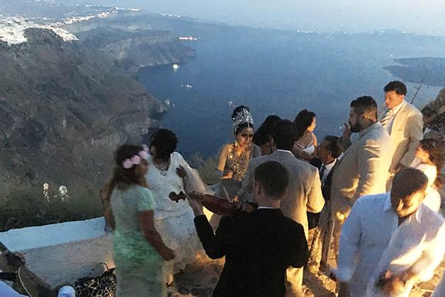 Boda griega de mexicanos en Santorini. Foto © Silvia Lucero