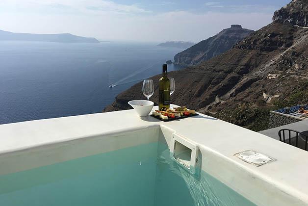 Vista desde nuestra terraza privada en el Andronis Honeymoon Suites. Foto © Patrick Mreyen
