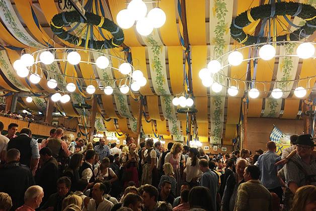 Pschorr-Bräurosl, donde se canta la tirolesa o 'yodel'. Foto © Silvia Lucero