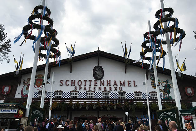 La carpa más antigua del Oktoberfest, donde se realiza la inauguración oficial. Foto © Silvia Lucero