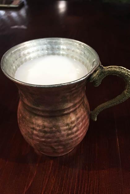 La bebida Ayran. Foto © Silvia Lucero