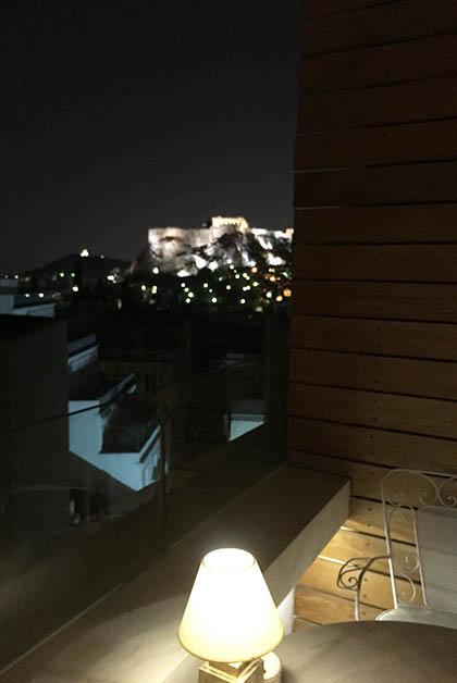 Vista a la Acrópolis desde el bar del hotel. Foto © Silvia Lucero