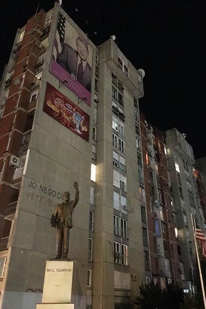Monumento a Bill Clinton. Foto © Silvia Lucero