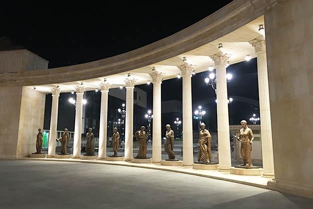 No hay rincón sin monumentos. Foto © Silvia Lucero