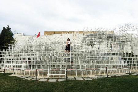 Instalación 'The Cloud' en Tirana, Albania. Foto © Patrick Mreyen