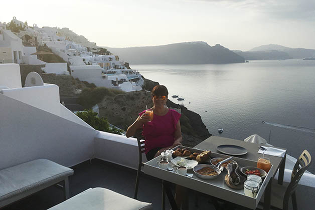 Disfrutando el desayuno en la terraza y nuestro último día en la isla más bella del mundo. Foto © Patrick Mreyen