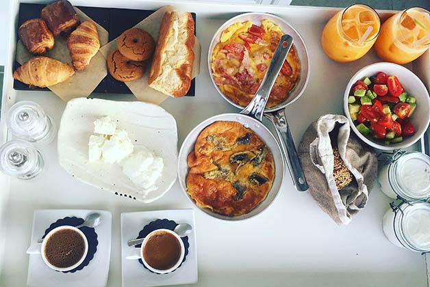 Nuestro desayuno griego. Foto © Silvia Lucero