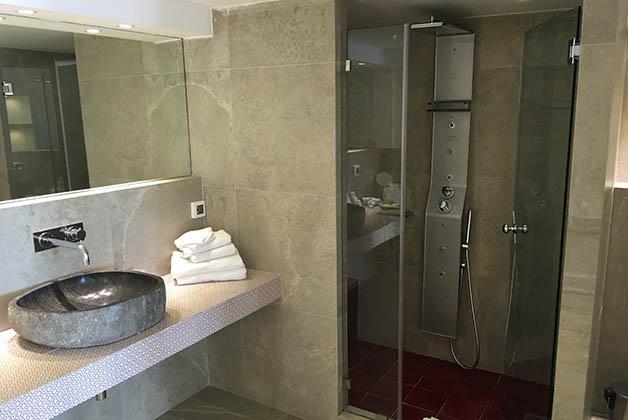 En este hotel el baño es más moderno. Foto © Silvia Lucero