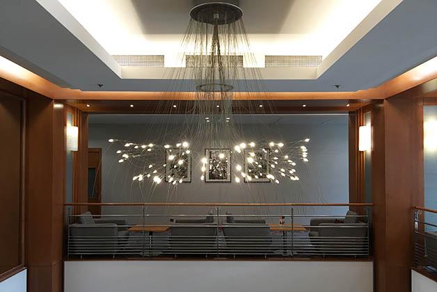 Candelabro del lobby. Foto © Silvia Lucero