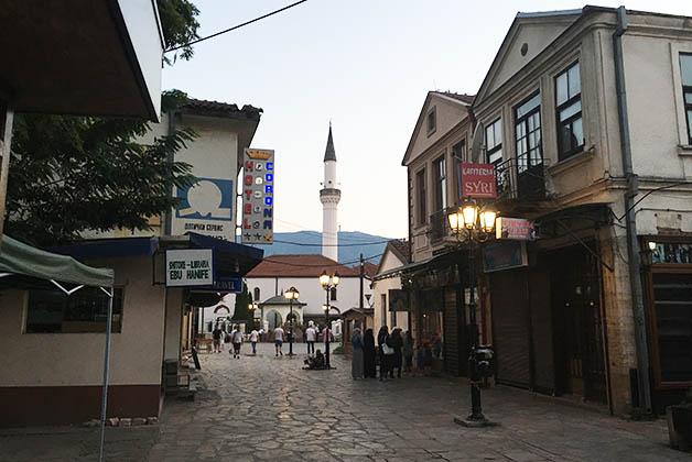 Al fondo se alza el minarete de una mezquita. Foto © Silvia Lucero