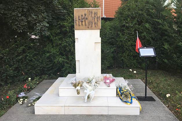 Monumento a los desaparecidos en la guerra. Foto © Silvia Lucero